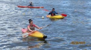 Première sortie en kayak pour Auriane.