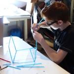 """Atelier arts plastiques du Centre de Jour (projet """"commissaires d'exposition"""" avec le FRAC) : dessiner, imaginer sa cabane idéale."""