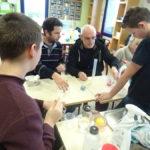 Images de la troisième séance d'ateliers physique-chimie au Centre de Jour
