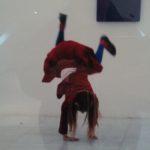 """Exposition """"Y'a d'la joie"""" : installation du prêt d'œuvres en """"salle sophro"""""""